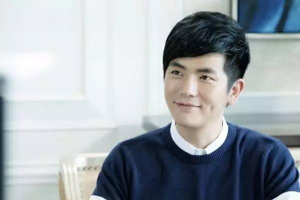 """娱乐圈""""冻龄""""男明星:何炅张智霖我服,但沈凌真的是42岁吗?"""