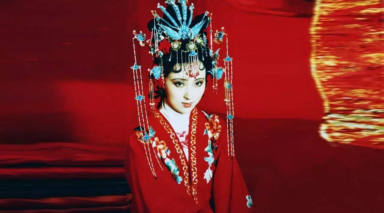 30年过去了,她为《红楼梦》设计的2700件戏服至今美得心颤!