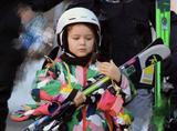 萌化了!贝小七跟着全家去滑雪,彩色迷彩滑雪服超时髦