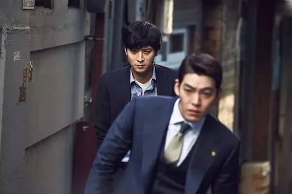 韩国又搞出部中国没法拍的电影,男神组团黑政府