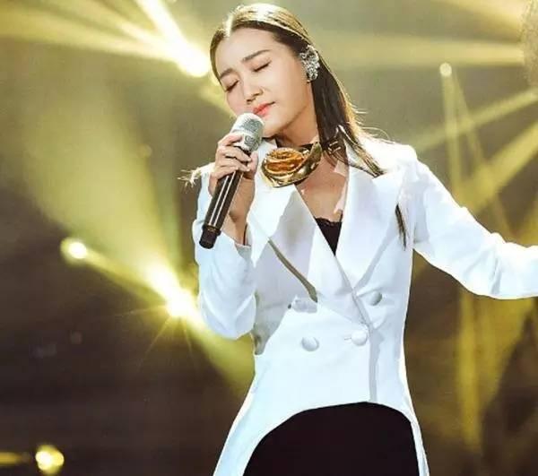 她是宋祖英的接班人,十二次登上春晚舞台,老公是中国工程院最年轻院士!
