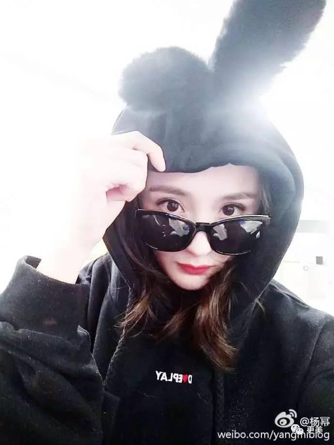 讽刺杨幂整容、微博脏话怼网友,谁给这个撞脸撞糊了的她这么大的自信?