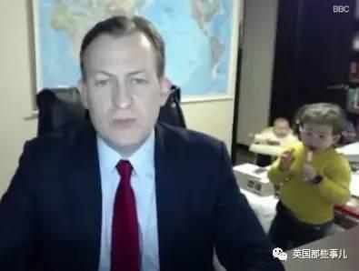 哈哈哈 BBC本来还在严肃报道朴槿惠弹劾呢...突然进来的这俩娃... 心累!