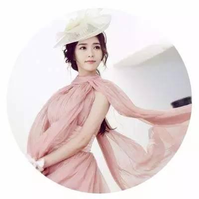 唐嫣和景甜相差5岁,佩戴古装皇冠千差万别,谁更像女王?