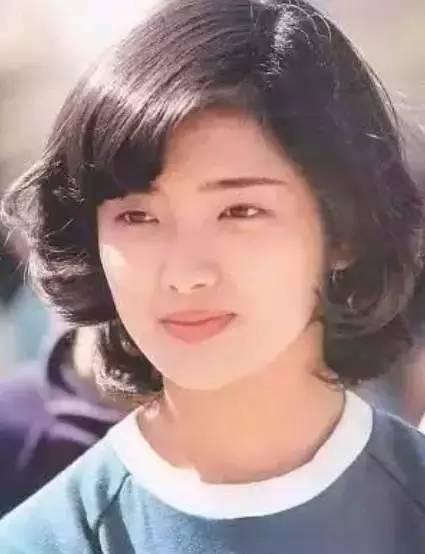 她是张国荣的女神,却在21岁为爱隐退,相爱36年把日子过成诗