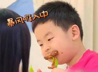 【表情包】《放开我北鼻》中的噗噗,看他吃饭觉得特开心~