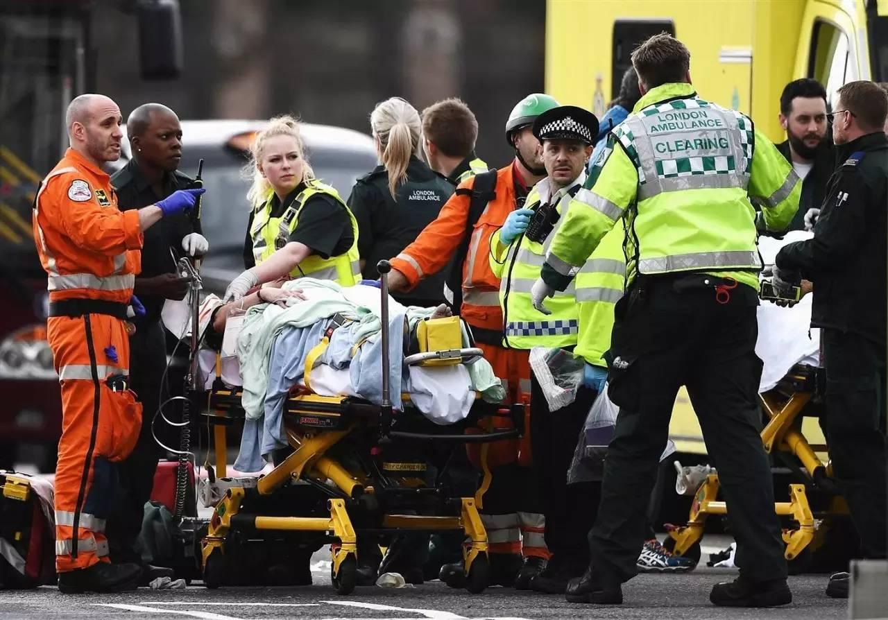 已致4人死亡40余人受伤的伦敦恐袭,英国人这样面对...