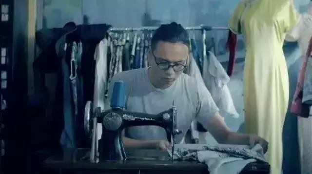 17岁上央视,用一把剪刀征服陈漫、马伊琍,还让女生从世界各地赶来,只为穿上中国的旗袍