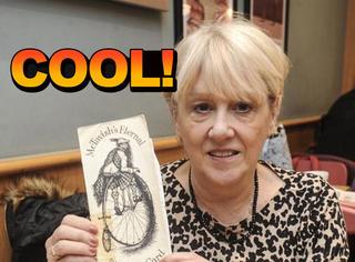 这才是真闺蜜,50年互送同一张生日贺卡