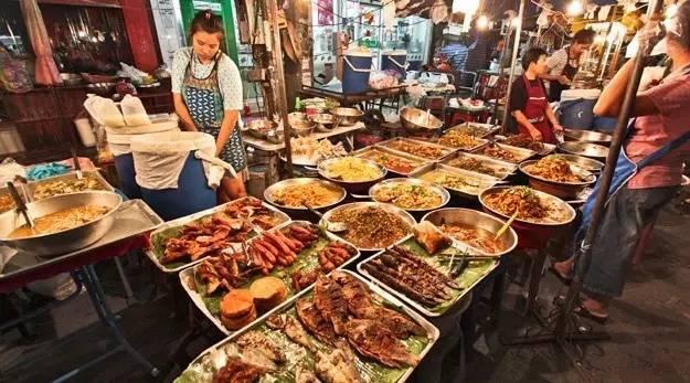 请收听今日国际媒体头条:曼谷全面取消路边摊,美食还要去哪找?