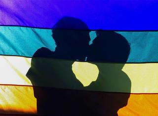形婚原因一半是因为被逼婚,同性恋群体在国内结婚生娃有多难?