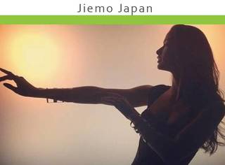"""日本这个""""女神经病""""模特,竟然在T台上做这种事!"""