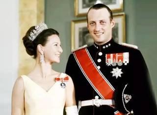王子爱上小裁缝,异国苦恋10年,结婚50年,她被宠成最幸福的王后!