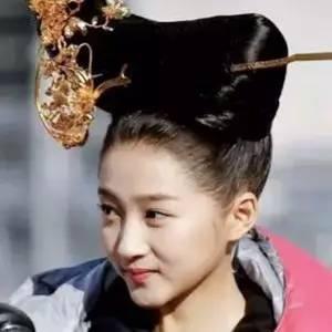 关晓彤,你为什么要在头上顶个缝纫机?