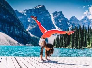 超简单家用教程,10个动作让你练出蛮腰美腿!