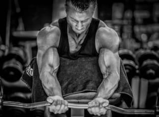 减脂期不想掉肌肉?这5个动作帮你搞定!