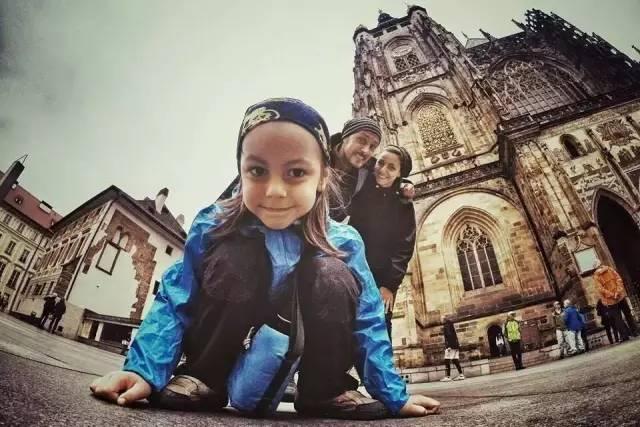 4岁小帅哥,机车炫酷骑行欧洲41国,吃黄沙、睡帐篷,谁的暑假有我狂!
