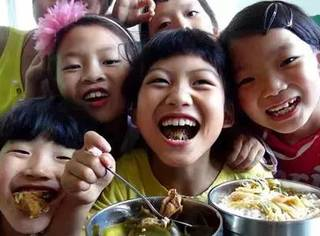 45分钟的学校食堂营养餐,中国和日本之间有多少教育理念的差距?