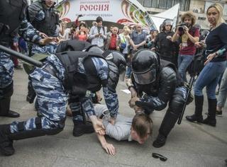 请收听今日国际媒体头条:俄罗斯各地爆发反政府游行