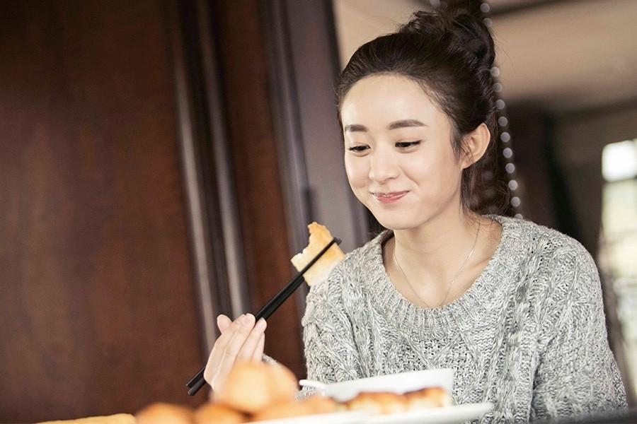 赵丽颖热巴怎么吃都不胖,她们才是《深夜食堂》本人