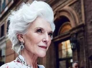 为培养子女放弃模特生涯,40年后她一头白发重新叱咤时尚