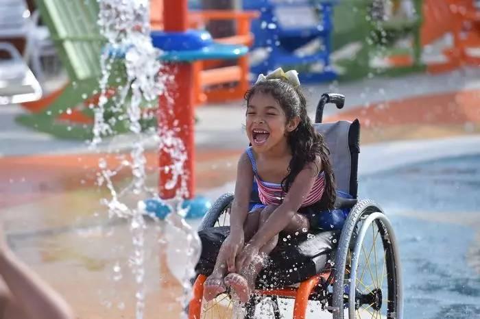 世界上第一个专为残疾人设计的水上乐园,有谁能比这更暖心?!
