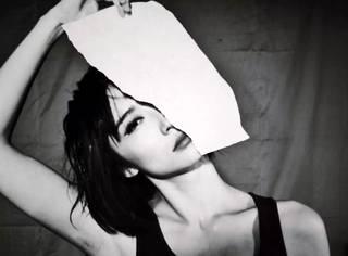 她是孟京辉的御用女演员,一人分饰十几角演技超神,重新定义先锋话剧