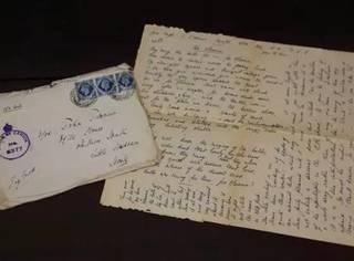 我们在古旧书里找到了一封信