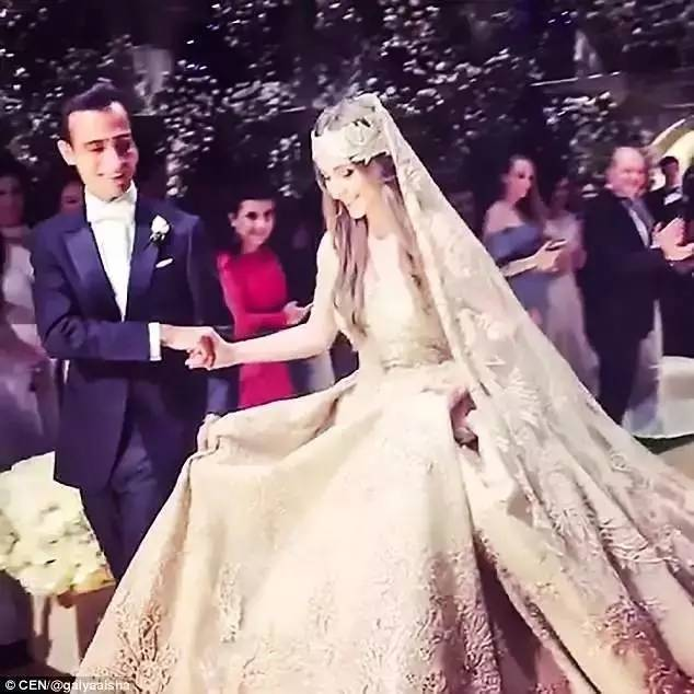 俄罗斯最富的两个家族办了一场婚礼,豪华就不用说了,新娘也美得过火了啊....