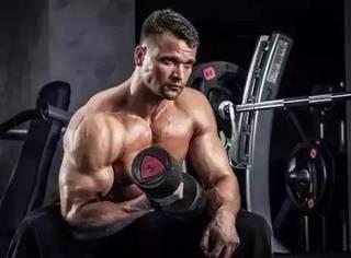 如何用哑铃来打造全方面的肌肉群,让自己的肌肉来的更猛!