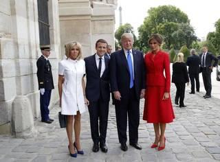 """请收听今日国际媒体头条:特朗普赞法国第一夫人""""身材超棒"""",引发批评"""