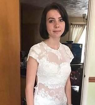 校园霸凌让身患重病的她无法参加毕业舞会,当她妈妈把这事儿发到网上后,网友们都看不下去了!