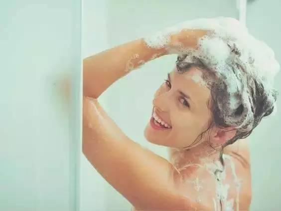 洗头前做这三件事,头发柔顺又迷人,还省洗发水