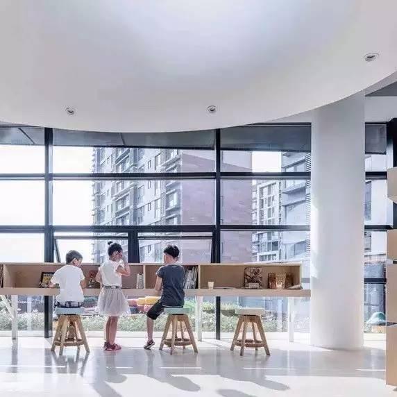 青岛万科成长中心:儿童专属的微型宇宙 / 度态建筑