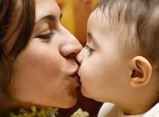 又一个小宝宝被亲死了!请告诉身边人不要随便亲你的孩子,否则后悔终生!