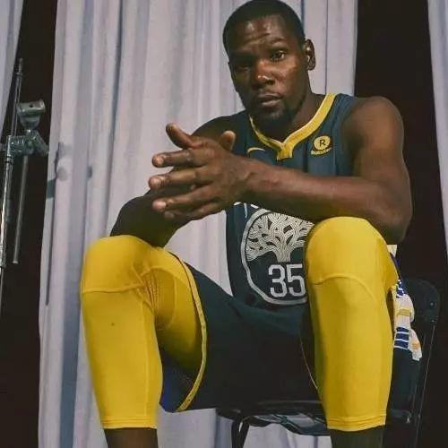 Nike发布全新NBA球衣;SOULGOODS释出2017秋冬系列型录|潮闻快食