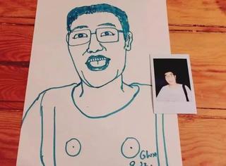 """呼叫这位""""T恤上有两个咪咪""""的朋友,你的照片和画忘了拿……"""