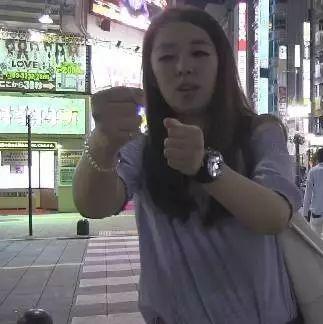 日本红灯区架了台摄像机,拍下了许多小秘密