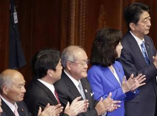 "iWeekly星闻博览:日本民进党并入""希望之党""共同挑战安倍"