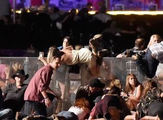 iWeekly星闻博览:拉斯维加斯枪击案致59死500余人伤