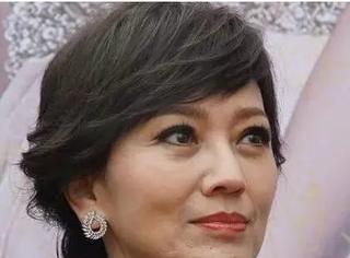 从20岁关晓彤到62岁赵雅芝,少女感这个叉劈得有点大...