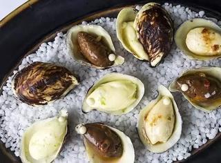 万年原味的法国生蚝终于要推出多种口味,但是麝香葡萄酒味,树莓味,巧克力味,听起来怎么有点怪啊。。。