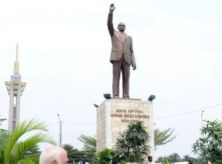 """在非洲,朝鲜开辟了一条""""雕塑换外汇""""的通道"""