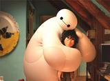 萌化了!有了大白的抱抱,有木有男朋友都不重要!